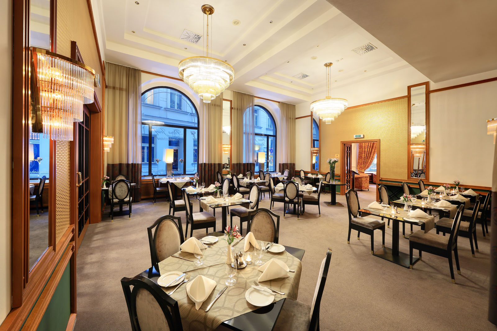 Gallery of the hotel 39 s luxury premises grand hotel for Grand hotel bohemia prague restaurant
